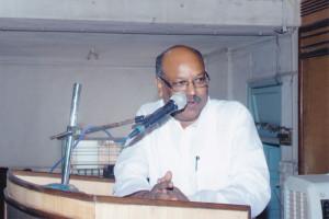 मा. श्री. संजय धोत्रे सभेस संबोधित करताना
